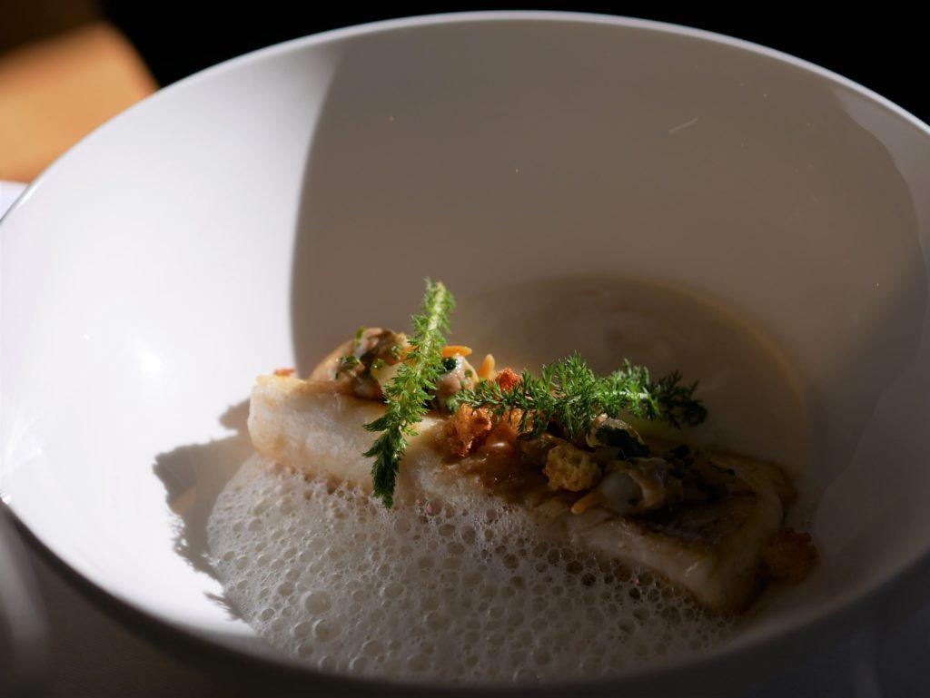 Poisson cuit à la perfection chez Racines, restaurant étoilé de Rennes