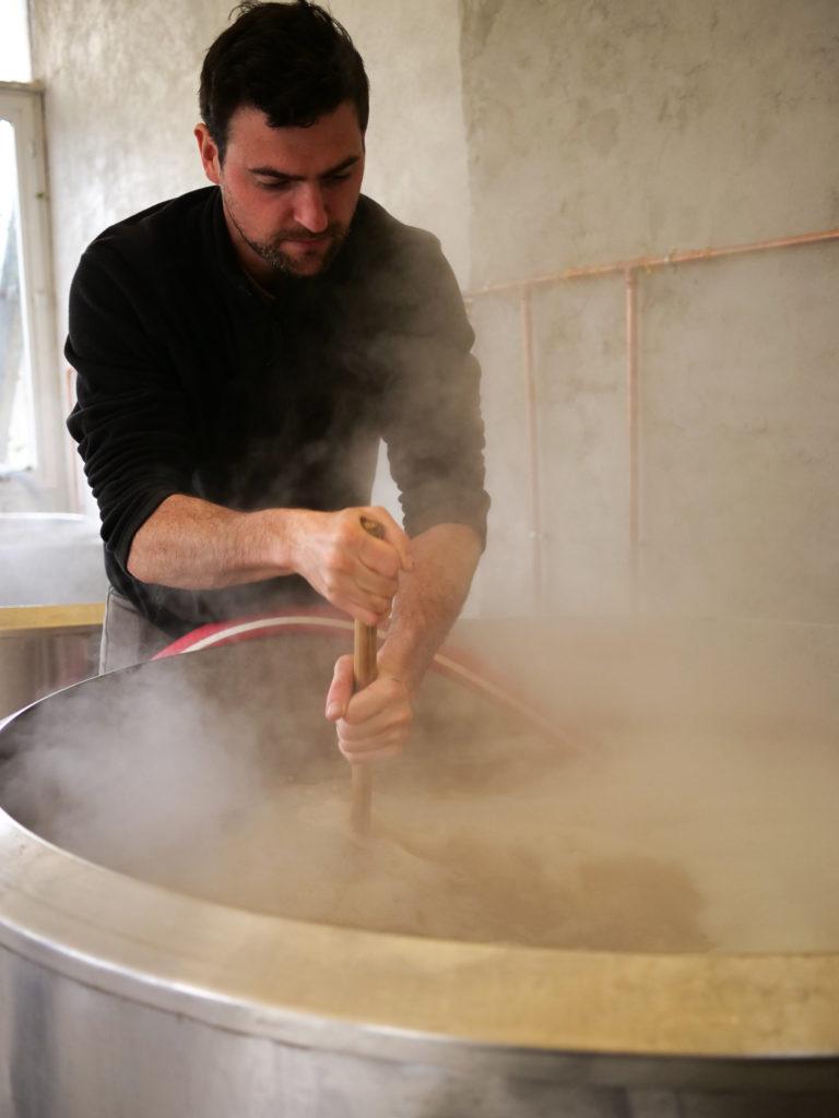 Brieg mélangeant le brassin